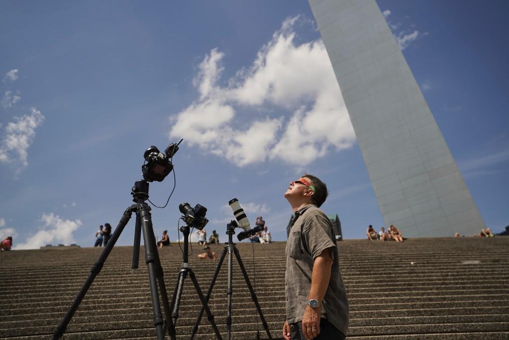 #DoddPro Roger Mastroianni Photographs the Eclipse